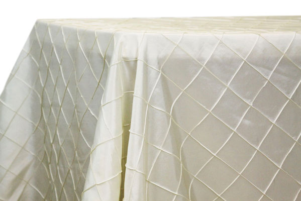 90x132 White Rectangular Pintuck Taffeta Tablelcloths Supplier